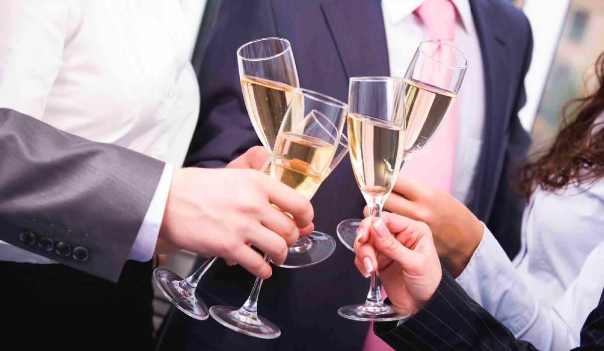 proslava pice vino sampanjac case